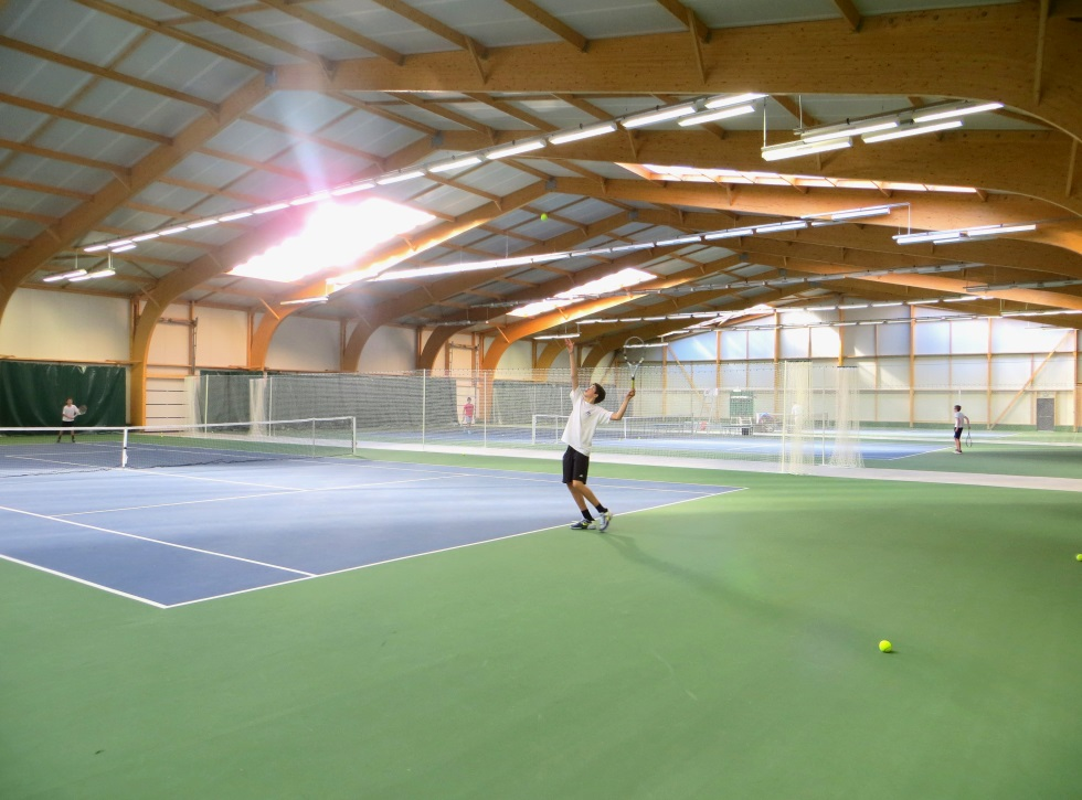 Tennis couverts charpentes emg charpente bois lamell for Club de tennis interieur saguenay